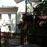 """รูปภาพถ่ายที่ Кафе """"Веранда в парке"""" โดย Вера เมื่อ 7/26/2012"""