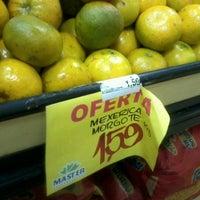 Foto tirada no(a) Master Supermercados por Mariana F. em 6/15/2012