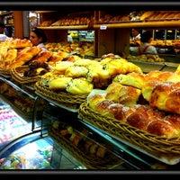 Foto tirada no(a) Padaria La Ville por Regina B. em 3/9/2012