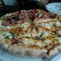 Photo taken at Domino's Pizza by Katia Regina D. on 7/31/2012