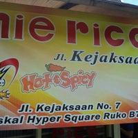 Photo taken at Mie Rica Kejaksaan by wiranata k. on 2/12/2012