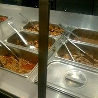Foto tomada en Chipotle Mexican Grill por michael O. el 8/4/2012