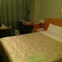 Photo taken at 品川プリンスホテル アネックスタワー by Tsuyoshi I. on 8/27/2012