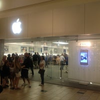 Photo taken at Apple Florida Mall by Ronaldo C. on 2/15/2012