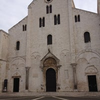 Photo taken at Basilica di San Nicola by Dmitriy A. on 2/23/2012