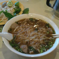 Photo taken at Pho Que Huong by Jonathan V. on 5/12/2012