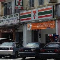 Photo taken at 7 Eleven Pekan Lama Kuala Selangor by nemesis969 on 3/3/2012