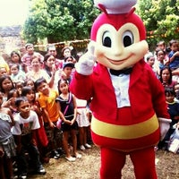 Photo taken at Jollibee by Jedaly C. on 6/2/2012
