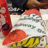 Foto tirada no(a) Subway por Guilherme M. em 4/21/2012
