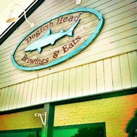 Photo taken at Dogfish Head Brewings & Eats by Kristen H. on 6/21/2012