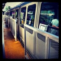 Foto tirada no(a) Seattle Center Station - Seattle Center Monorail por Kim M. em 9/6/2012