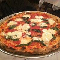 Foto scattata a Patsy's Pizza - East Harlem da Scott T. il 3/15/2012