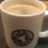 Photo taken at TOM N TOMS COFFEE by Kyle C. on 4/2/2012