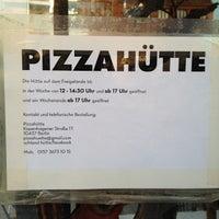 Das Foto wurde bei Pizza-Hütte von Henning L. am 8/27/2012 aufgenommen