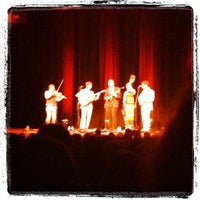 Photo prise au The Town Hall par Tal A. le4/27/2012