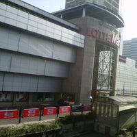 Photo taken at Ratu Plaza by Nuryadi N. on 7/21/2012