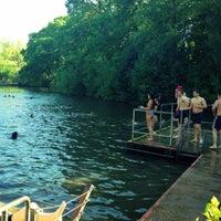 5/26/2012 tarihinde Heather K.ziyaretçi tarafından Hampstead Heath Ponds'de çekilen fotoğraf