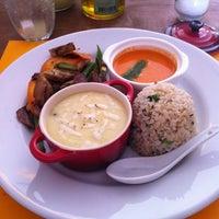 Foto tirada no(a) Goshala Cozinha Natural Contemporânea por Rodrigo L. em 6/22/2012