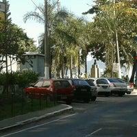 Photo taken at Ponto De Onibus - Pracinha Ari Parreiras by Ludi U. on 8/22/2012