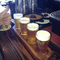 Photo prise au Monkey Paw Pub & Brewery par Dougie F. le8/14/2012