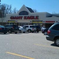Photo taken at Giant Eagle Supermarket by Jeff B. on 3/19/2012