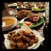 Photo taken at Jejamuran Resto by Prasetio W. on 8/20/2012