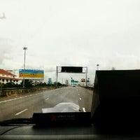 Photo taken at ทางด่วน รถตู้รามอินทรา~อนุสาวรีย์ [ด่วน3ด่าน] by วัชรากร เ. on 5/18/2012