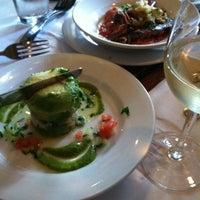 รูปภาพถ่ายที่ Pesce Seafood Bar โดย Gregory H. เมื่อ 4/4/2012