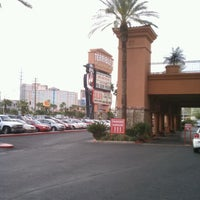 Photo taken at Silver Sevens Hotel & Casino by Rommy R. on 4/19/2012