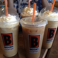รูปภาพถ่ายที่ Biggby Coffee โดย Shawn S. เมื่อ 6/17/2012