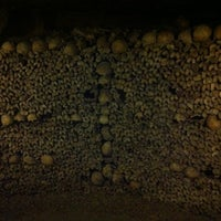 Foto tirada no(a) Catacombes de Paris por Jorge O. em 4/20/2012