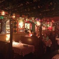 Foto scattata a Buca di Beppo Italian Restaurant da Haydee M. il 8/27/2012