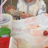 Photo prise au McDonald's par Cedric M. le8/2/2012