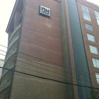 Foto tomada en Hotel NH por Cristian O. el 3/19/2012