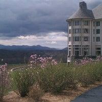 รูปภาพถ่ายที่ Inn On Biltmore Estate โดย Jenny R. เมื่อ 3/17/2012