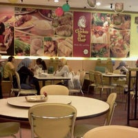 Photo taken at The Chicken Rice Shop by RANIA AR-Rayyan on 5/23/2012
