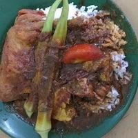 Photo taken at Restoran Nasi Kandar Deen by Suffian T. on 8/23/2012