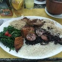 Foto tirada no(a) Dona Emília Restaurante por Felipe G. em 5/30/2012