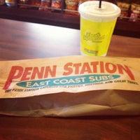 Foto tirada no(a) Penn Station East Coast Subs por Veronica R. em 9/11/2012