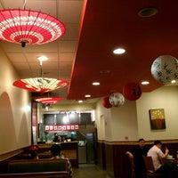Das Foto wurde bei Nom Nom Ramen von winston y. am 4/1/2012 aufgenommen