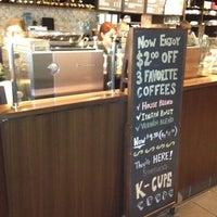Photo taken at Starbucks by Mee Kittiphong on 7/7/2012