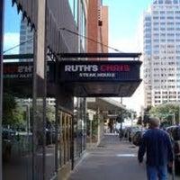 Foto tomada en Ruth's Chris Steak House por Brian H. el 2/19/2012