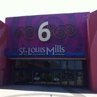Photo taken at St. Louis Outlet Mall by Johmyrin J. on 6/29/2012