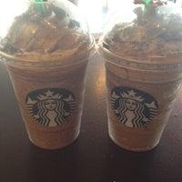 Foto tomada en Starbucks por @miamidesertrose el 5/5/2012