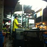 Photo taken at ร้านบะหมี่ชุมพล by KoonPuiZa W. on 2/19/2012