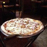 Das Foto wurde bei Emma's Pizza von Christine L. am 8/8/2012 aufgenommen