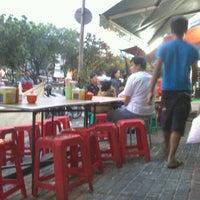 8/24/2012 tarihinde Johan S.ziyaretçi tarafından Bakmi Lung Kee'de çekilen fotoğraf