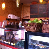 Photo taken at Brooklyn Crepe & Juice by hoai vi p. on 7/8/2012