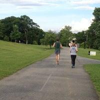 Das Foto wurde bei Freedom Park Trail at the Atlanta BeltLine von Lisa A. am 5/15/2012 aufgenommen