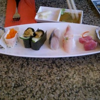 Photo prise au Makino sushi and seafood buffet par Jong L. le4/16/2012